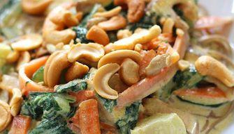 Vega groene curry met sobanoedels