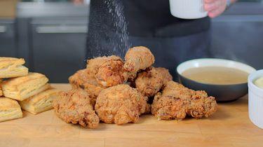 Afbeelding van KFC-maaltijd uit Stranger Things van Binging with Babish