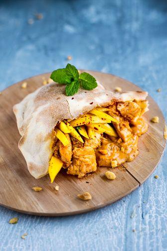 pita's met kipsaté en mangosalsa
