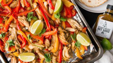 Foto van fajitas met kip uit de oven