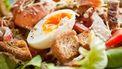 maaltijdsalade met kip bacon en geitenkaas