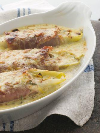 Witlofschotel met ham en kaassaus