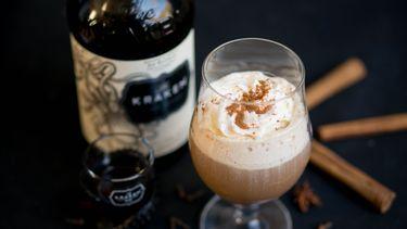 Chai latte met spiced rum