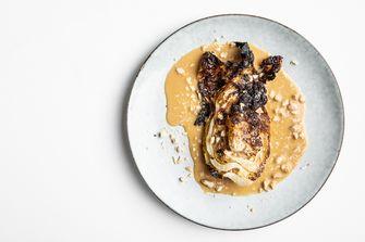 Spitskool met sojasaus beurre blanc en amandelen