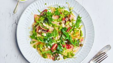 Salsa met zwaardvis en waterkers liggend beeld