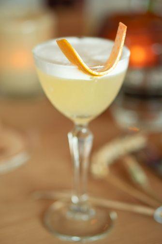 Rhubarb sour cocktail van Belvedere x Schilo van Coevorden