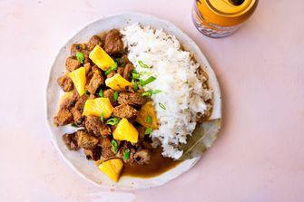 Adobo met varkensvlees en ananas