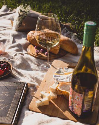 Italiaanse kaasplank als voorbeeld van Italiaanse zomerlunch
