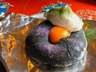 Flatbread met glitter bij Black Axe Mangal