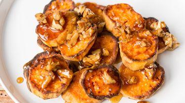 zoete aardappel met maple syrup en pecannoten