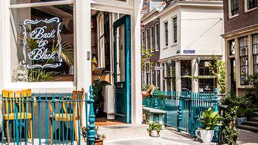 voorgevel van back to black in amsterdam