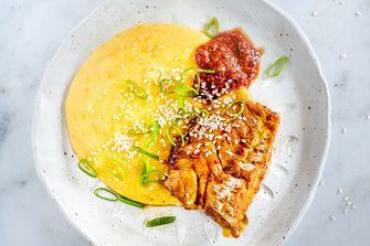 zoete aardappelpolenta met sambalvis
