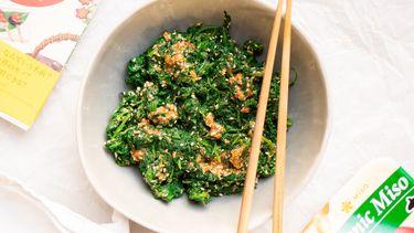 Japanse spinazie met miso en sesam