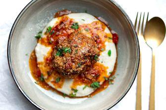 Gehaktballen met polenta en tomatensaus