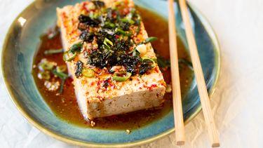 Warme tofu met sojadressing