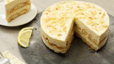 Foto van een no-bake limoncello tiramisutaart (taartrecepten)