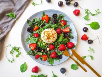 salade met aardbei en burrata