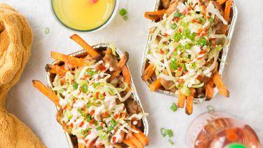 Homemade kapsalon met zoete aardappelfriet