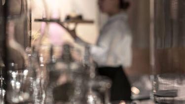 bediening bij restaurant Graphite