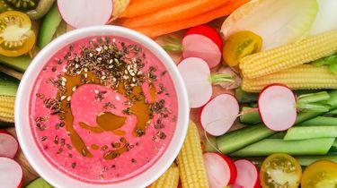 Crudités met roze tahini
