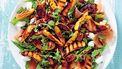 salade met geroosterde perzik, pecannoten en prosciutto recept