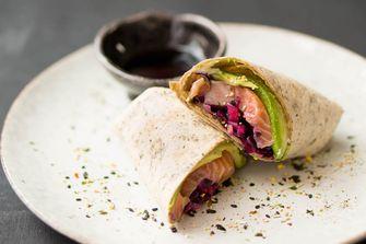 Sushi wraps met zalm en avocado