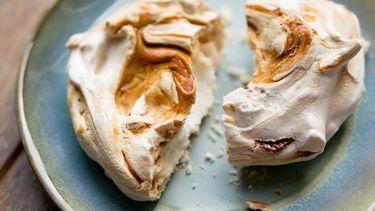 meringues met salted caramel als voorbeeld van recepten met eiwitten