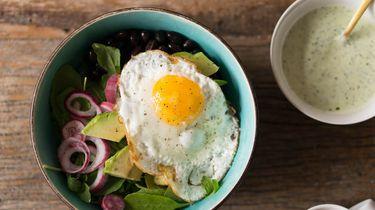 Breakfast bowl met zwarte bonen
