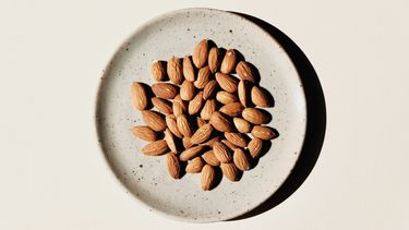 Manieren om noten fijn te hakken