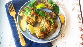 Gegrilde kip met knoflook, gember, koriander en munt