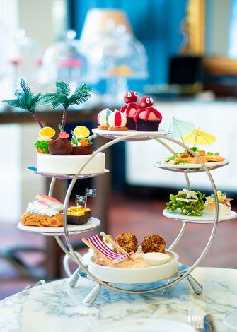 Zomerse high tea in het Waldorf Astoria Amsterdam