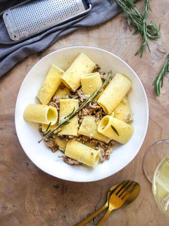 rigatoni met gehakt en rozemarijn