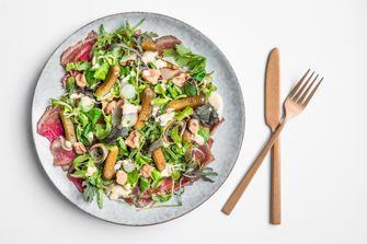 Salade met staartstuk van rund