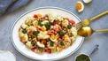 salade met gegrilde bloemkool en kikkererwten in weekmenu
