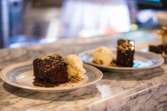 Epic chocolate brownie van Jamie's Italian