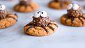 Halloween koekjes in de vorm van spinnen