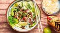 Vietnamese noedelsalade met gehakt