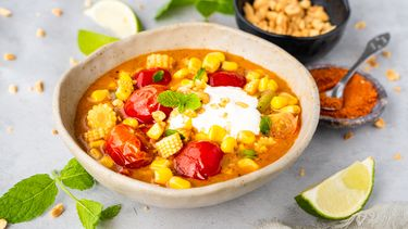 zomerse curry met mais, tomaat en tamarinde