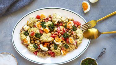 salade met gegrilde bloemkool en kikkererwten