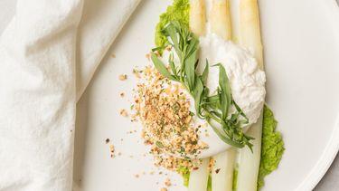 Afbeelding witte asperges met burrata recept