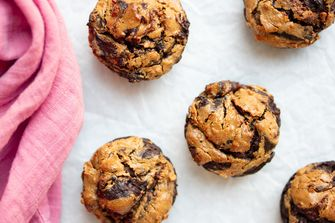 Muffins met chocolade en pindakaas